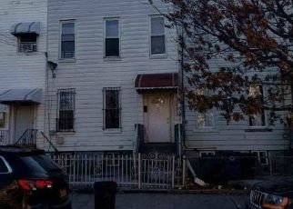 Foreclosed Home en CRYSTAL ST, Brooklyn, NY - 11208