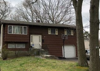 Foreclosed Home in W WILLOW ST, Brentwood, NY - 11717