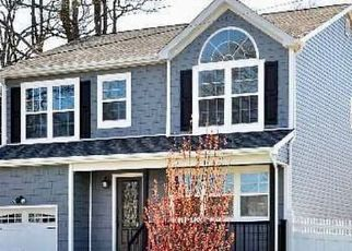 Foreclosed Home en S OREGON RD, West Babylon, NY - 11704