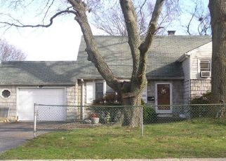 Foreclosed Home in PINE DR, Bay Shore, NY - 11706