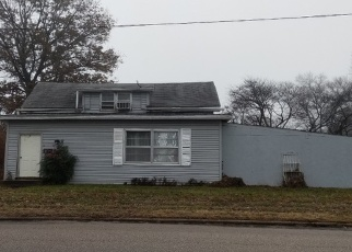 Foreclosed Home in E ELM ST, Gillespie, IL - 62033