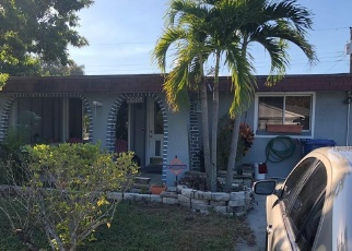 Foreclosed Home en PINE CIR NE, Saint Petersburg, FL - 33703