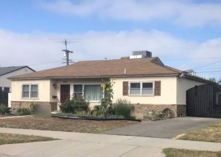 Foreclosed Home en TEESDALE AVE, North Hollywood, CA - 91606