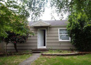 Foreclosed Home en E 30TH ST, Tacoma, WA - 98404