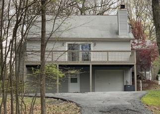 Foreclosed Home en POPLAR DR, Milford, PA - 18337