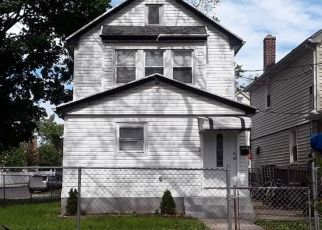 Foreclosed Home en 214TH PL, Queens Village, NY - 11428