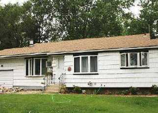 Foreclosed Home en STOCKTON ST, Brentwood, NY - 11717