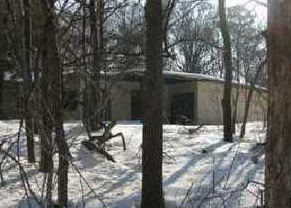 Foreclosed Home en SEYMOUR LN, Medford, NY - 11763