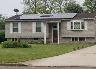 Foreclosed Home en SIPP AVE, Medford, NY - 11763