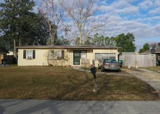 Foreclosed Home en W EMBASSY DR, Deltona, FL - 32725