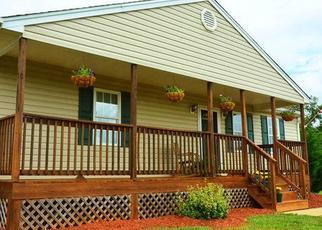 Foreclosed Home en SMITH MOUNTAIN LAKE PKWY, Huddleston, VA - 24104