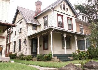 Foreclosed Home en RACE ST, Catasauqua, PA - 18032