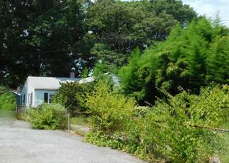 Foreclosed Home en S ESSEX AVE, Essex, MD - 21221