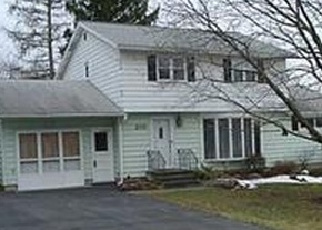 Foreclosed Home en STONEHEDGE RD, Camillus, NY - 13031