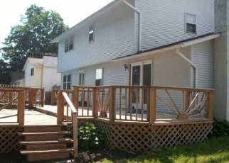 Foreclosed Home en FORESTBROOK DR, Liverpool, NY - 13090