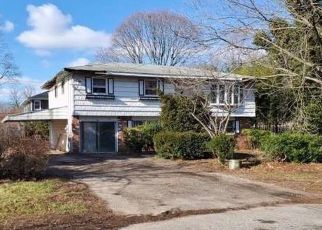 Foreclosed Home en S 30TH ST, Wyandanch, NY - 11798