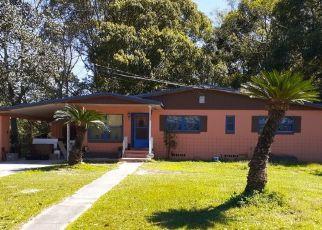 Foreclosed Home en ALARO RD, Jacksonville, FL - 32209