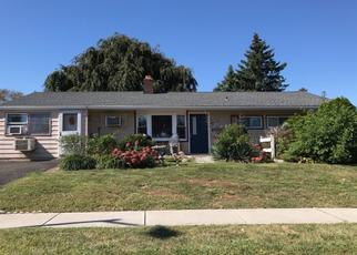 Foreclosed Home en FAVORED LN, Levittown, PA - 19055