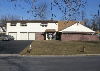 Foreclosed Home en ROSE APPLE RD, Levittown, PA - 19056