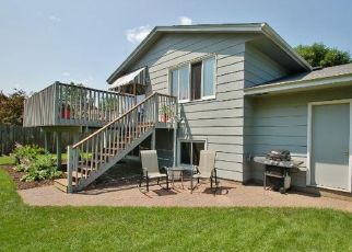 Casa en ejecución hipotecaria in Circle Pines, MN, 55014,  ISETTA ST NE ID: P1353990