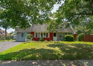 Casa en ejecución hipotecaria in Levittown, PA, 19055,  JUNEWOOD DR ID: P1358119