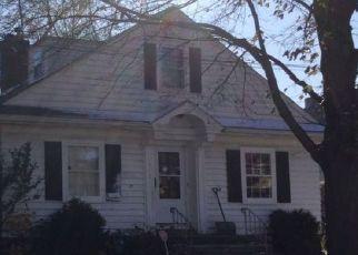 Casa en ejecución hipotecaria in Rockford, IL, 61103,  BURTON ST ID: P1381814