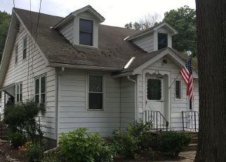 Casa en ejecución hipotecaria in Glenmont, NY, 12077,  FEURA BUSH RD ID: P1435821
