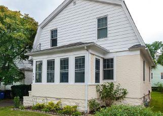 Casa en ejecución hipotecaria in Greenwich, CT, 06830,  PINE ST ID: P1443540