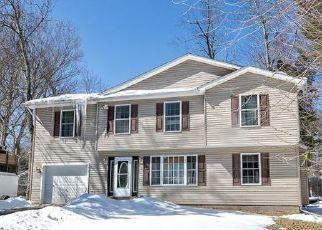 Casa en ejecución hipotecaria in Pocono Summit, PA, 18346,  INDIAN AVE ID: P1477666