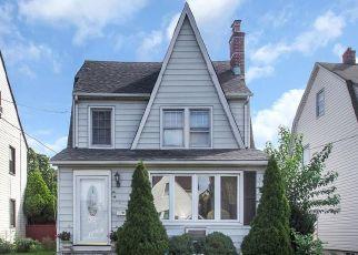 Casa en ejecución hipotecaria in Mineola, NY, 11501,  MARCELLUS RD ID: P1514672