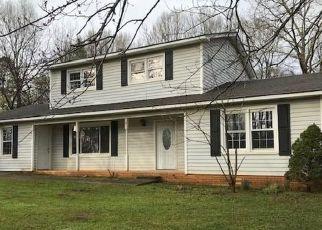 Casa en ejecución hipotecaria in Williamston, SC, 29697,  HILLCREST DR ID: P1539721