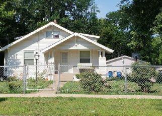 Casa en ejecución hipotecaria in Maryland Heights, MO, 63043,  READING AVE ID: P1553611