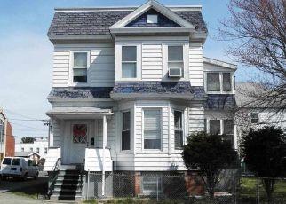 Casa en ejecución hipotecaria in Watervliet, NY, 12189,  15TH ST ID: P1561280