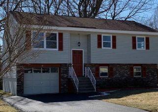 Casa en ejecución hipotecaria in Latham, NY, 12110,  LAWRENCE AVE ID: P1580296