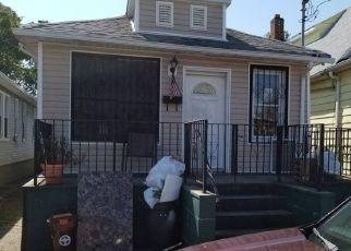 Casa en ejecución hipotecaria in Arverne, NY, 11692,  ELIZABETH AVE ID: P1589058