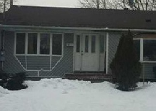 Casa en ejecución hipotecaria in Brentwood, NY, 11717,  WESTWOOD DR ID: P1589977