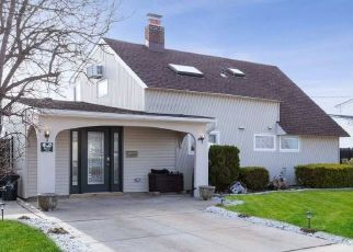 Casa en ejecución hipotecaria in Wantagh, NY, 11793,  DUCKPOND DR S ID: P1592770