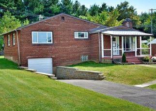 Casa en ejecución hipotecaria in North Versailles, PA, 15137,  DIX DR ID: P1597694