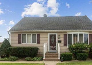 Casa en ejecución hipotecaria in Lindenhurst, NY, 11757,  42ND ST ID: P1611253