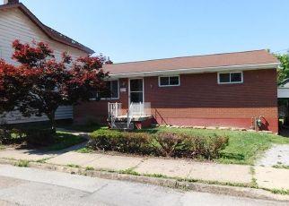 Casa en ejecución hipotecaria in Natrona Heights, PA, 15065,  CHESTNUT ST ID: P1622860