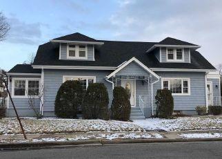 Casa en ejecución hipotecaria in Merrick, NY, 11566,  GREGORY AVE ID: P1627152