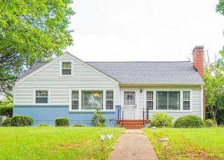 Casa en ejecución hipotecaria in Roanoke, VA, 24017,  COVE RD NW ID: P1634567