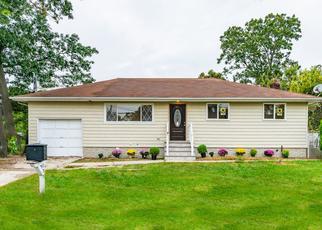 Casa en ejecución hipotecaria in Bay Shore, NY, 11706,  MONTANA AVE ID: P1654056