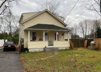 Casa en ejecución hipotecaria in North Babylon, NY, 11703,  HUNTER AVE ID: P1663884