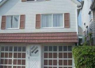 Casa en ejecución hipotecaria in Mckeesport, PA, 15132,  35TH ST ID: P1676171