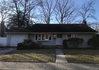 Casa en ejecución hipotecaria in West Hempstead, NY, 11552,  CHAMPLAIN AVE ID: P1680221