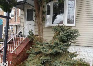 Casa en ejecución hipotecaria in Middle Village, NY, 11379,  75TH ST ID: P1680572