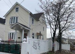 Casa en ejecución hipotecaria in Hollis, NY, 11423,  184TH PL ID: P1680632