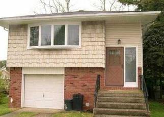 Casa en ejecución hipotecaria in Farmingville, NY, 11738,  WOODYCREST DR ID: P1689661