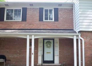 Casa en ejecución hipotecaria in Harper Woods, MI, 48225,  WILLIAMSBURG CT ID: P1696335